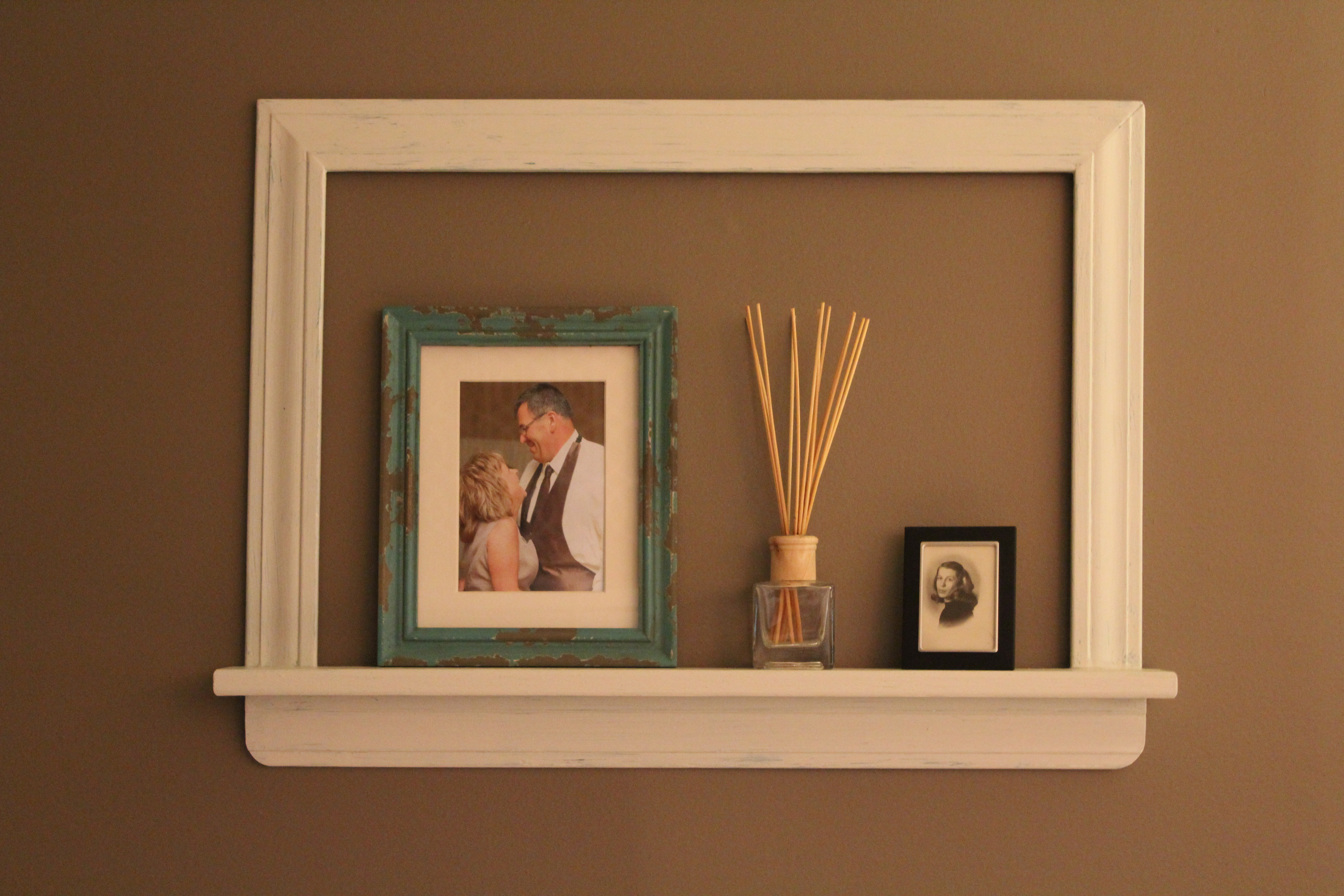 empty picture frame wall - Design Decoration